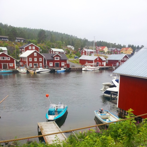 As you can see a lot of the houses here have their own jetties or boats, and the people who do stay here in Winter would use snowmobiles to go across the water to the other side of town, or even to nearby islands. I suspect a lot of the houses are rented each Summer to tourists who feel like getting away from the big cities for a while.
